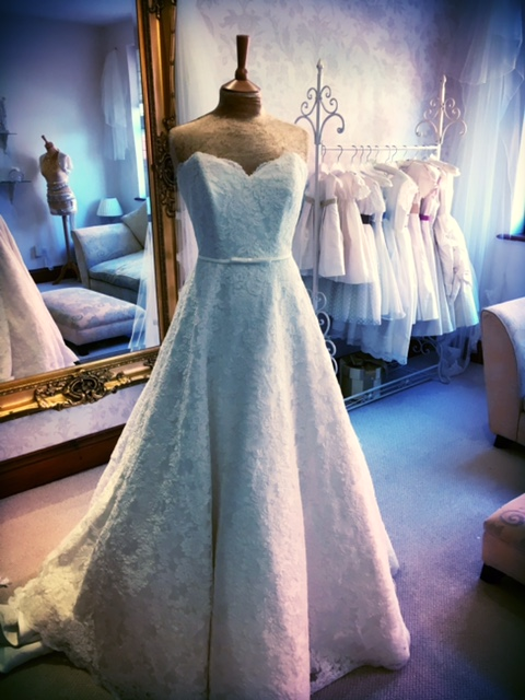 Ellis Style no: 11428 Size: UK 16 Was: £1,410 / Now £600