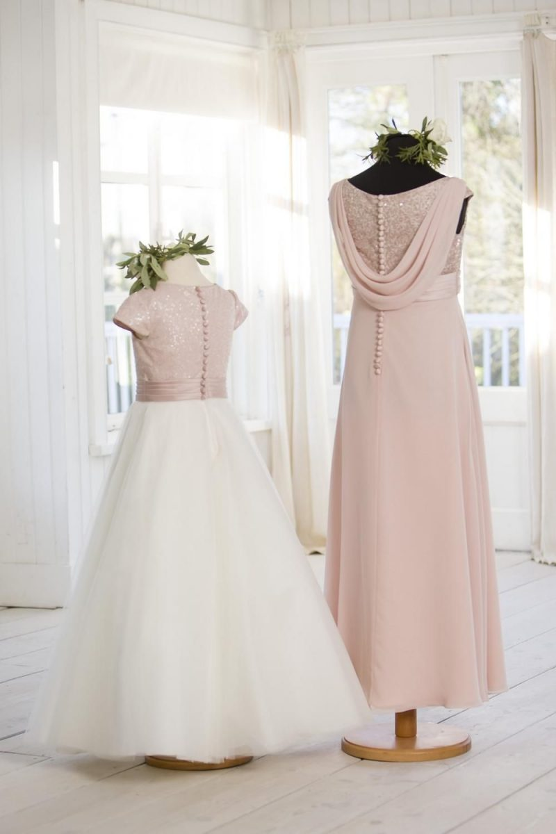 T694 Back (Right Dress)